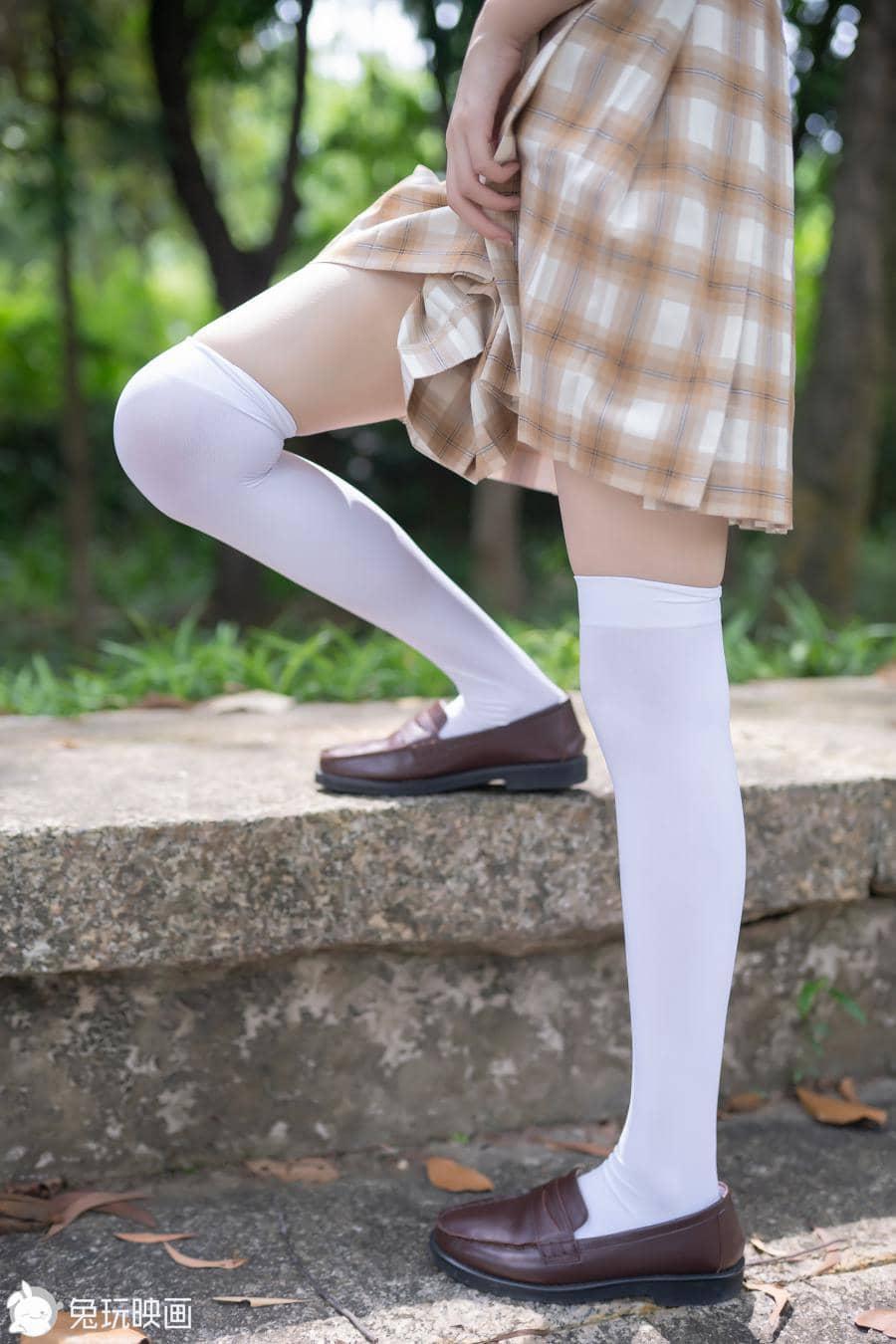 兔玩映画树荫里的小细腿[40P100M]插图3